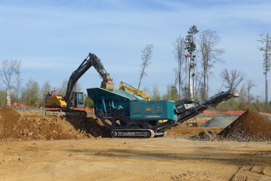 Powerscreen Premiertrak 400, Backenbrecher